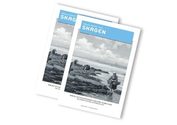 Image of SKAGEN's annual report 2016. Women shrimping on a beach.